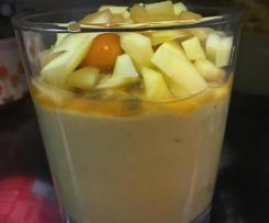 Avocado Dessert mit Früchten