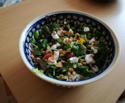 Feldsalat mit Ziegenfrischkäse und Knoblauch-Viniagrette