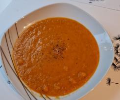 Möhren-Zucchini Suppe mit Kichererbsen