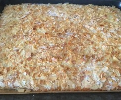 Buttermilchkuchen mit Sahneguß
