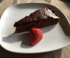 Schokoladenkuchen mit Aprikosenkonfitüre