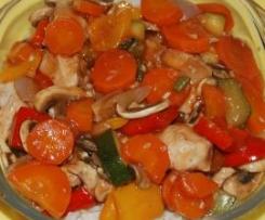 Chinesisches All-In-Menü Gemüse mit Huhn und Reis - low fat