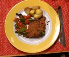 Ajvar o. Aiwar (hier mit Beinscheiben vom Lamm und Gemüse, alles geschmort)