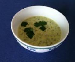 Grüne Suppe mit Zucchini, Ruccola und viel Petersilie