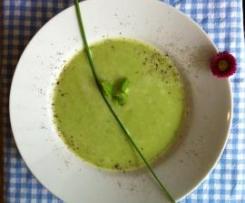 Erbsen-Minzsuppe mit Schinkenchips