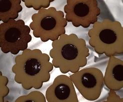 Weiße Kekse mit Schokoherz