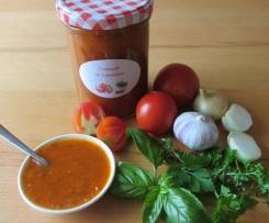 Tomatensoße mit Gartenkräutern