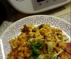 Spätzleauflauf mit Brokkoli, Tomaten und Mozzarella überbacken