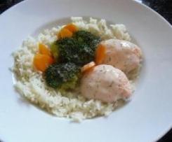 Lachsklößchen mit Basmatireis und Brokkoli in Dill-Weißweinsoße