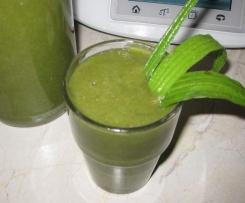 Grüner Smoothie mit Spitzwegerich & Co., gesund abnehmen