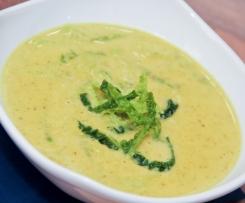 Wirsingsuppe mit Currysahne