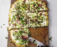 Pizza / Flammkuchen low carb mit Blumenkohl und Hüttenkäse
