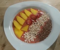 Smoothie-Bowl Erdbeer-Mango