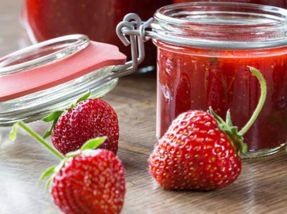 beschwipste erdbeer marmelade von sanglas74 ein thermomix rezept aus der kategorie saucen. Black Bedroom Furniture Sets. Home Design Ideas