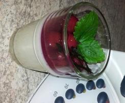 Marzipan-Panna-Cotta mit Kirschen