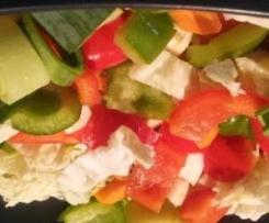 Low Carb: bunte Gemüsesuppe mit fleisch