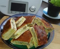 Russischer Pirog mit Kartoffel und Hackfleisch