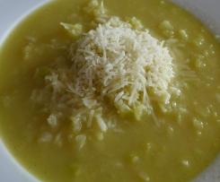 Weißkohlsuppe mit Reis und Parmesan