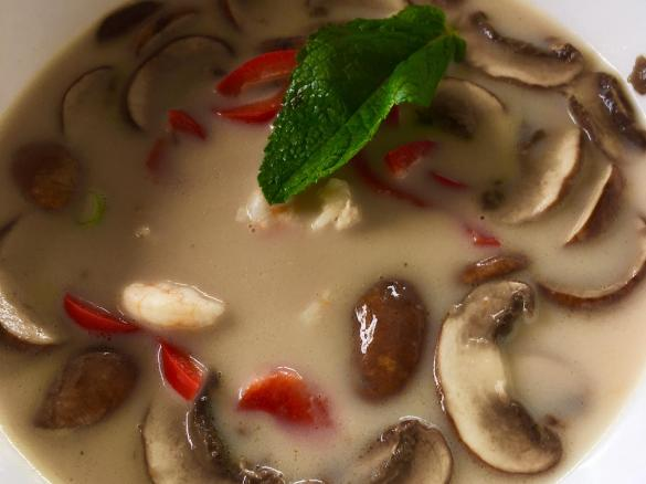 thai tom yum suppe mit garnelen und kokosmilch von cooking anke ein thermomix rezept aus der. Black Bedroom Furniture Sets. Home Design Ideas