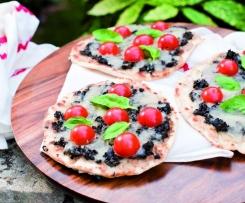 Piadizza mit Oliven und Mozzarella