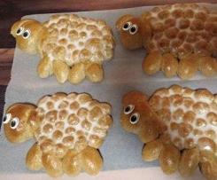 Variation von Osterlämmchen aus süßem Vollkornhefeteig