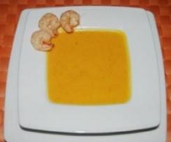 Exotische Kürbissuppe mit Kokosmilch und marinierten Garnelen