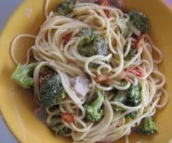 Spaghetti mit Gorgonzolasoße und Gemüse