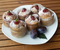 Kuchen / Dessert im Glas mit Obst der Saison