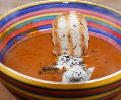 Suppe aus geröstetem Paprika mit Pfeffercreme