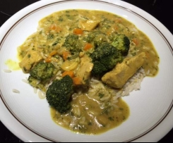 Mildes Thai-Curry mit Brokkoli + Reis
