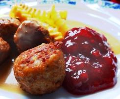 Fleischbällchen schwedische Art - Köttbullar mit allem Drum und Dran (Preiselbeer-Chutney, brauner Sauce, Fritten-Gewürz)