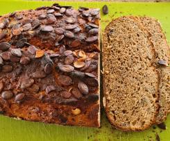 Elas dunkles Brot mit Kürbiskernen