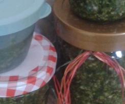 grobes Pesto - Knofel, Koriander & Basilikum