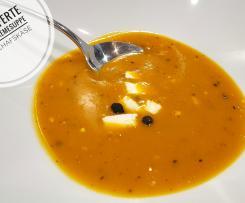gepfefferte Kürbissuppe mit Schafskäse