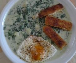 Kartoffeln mit Spinat, Fischstäbchen und Spiegelei
