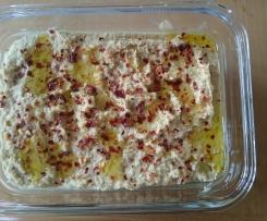 Hummus und Pide kleine Menge für zwei Personen