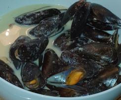 Miesmuscheln in Knoblauch-Weißwein-Sauce