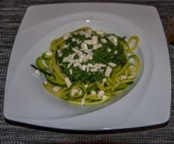 Low Carb Gemüsenudeln mit Spinat-Feta-Pesto