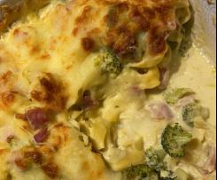 Tortellini-Auflauf in Käse-Sahne-Sauce