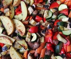 Ofengemüse mit Avocadocreme und Hühnerbrüstchen
