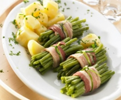 Grüne Bohnenwickel und Kartoffeln (Green bean bundles and potatoes (Fagots de haricots verts)