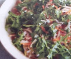 Krautsalat mit Möhren und Rucola