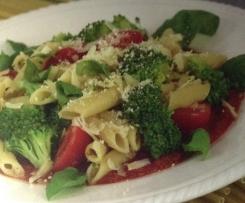 Nudeln mit Brokkoli und Datteltomaten in leichter Soße(LowCarb-fitness-wenig kaliorien)