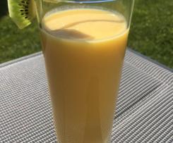 Erfrischender cremiger Mango Smoothie