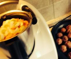 Kartoffel Karotten Suppe mit Hackbälchen