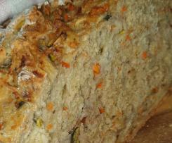 Brot mit Zucchini, Möhren und Walnüssen