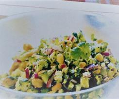Scharfer Erdnuss-Gurkensalat