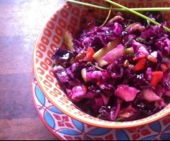 Fruchtiger Rotkohlsalat mit Ziegengouda