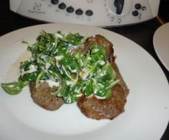 Rinderminutensteaks mit warmem Feldsalat-Wallnuß-Schafskäse-Salat