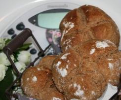 Brötchen mit Maronenmehl gebacken (panino di castagne)